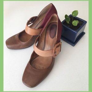 Fossil heels
